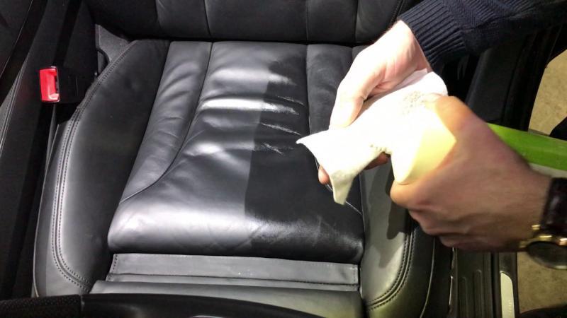 Обработка кожаных элементов салона кондиционером
