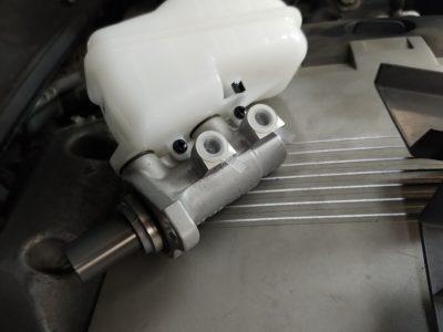 Замена главного тормозного цилиндра Cadillac