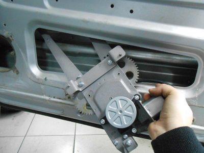 Ремонт стеклоподъемника двери Chevrolet