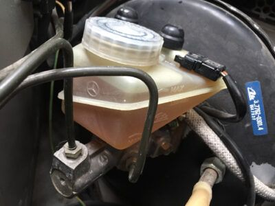 Замена тормозной жидкости Mercedes