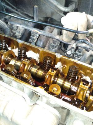 Замена маслосъемных колпачков Renault
