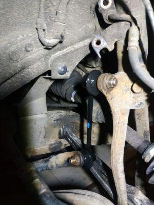 Замена стоек стабилизаторов Mazda