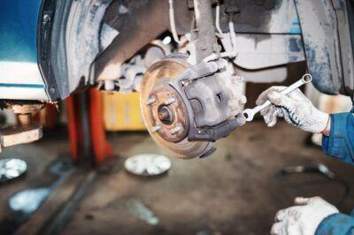 Замена тормозных колодок Mazda