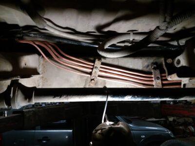 Замена тормозных трубок Mitsubishi