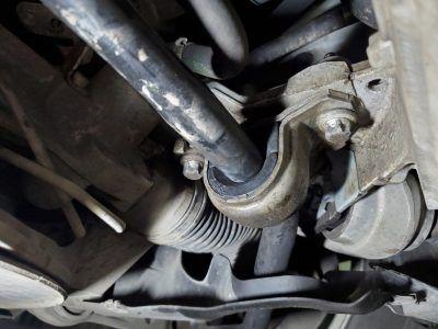 Замена втулок стабилизаторов Aston Martin