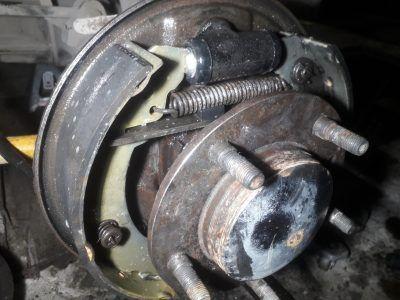 Замена тормозных цилиндров Aston Martin