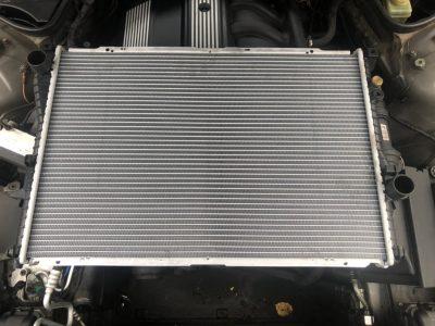 Замена радиатора охлаждения BMW